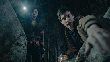 Desalma - Jovens encontram algo macabro na floresta. Pavlo escuta conversa de Boris e Ivan. Na busca pela irmã, Melissa escuta sussurros e some na floresta. Ignes tenta manobra arriscada para salvar a vida de Anatoli.