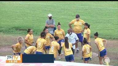 Meninas do Tiradentes vencem amistoso contra time masculino - Meninas do Tiradentes vencem amistoso contra time masculino