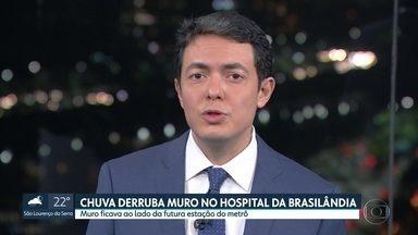 Chuva rompe parte de muro do Hospital da Brasilândia - Muro fica ao lado de futura estação do Metrô. Prefeitura disse que a empresa responsável pela obra do Metrô está fazedo a limpeza. Atendimento no hospital não foi afetado.