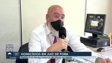 Polícia Civil apresenta números de homícidos em 2020 em Juiz de Fora - De acordo com o delegado Rodrigo Rolli, 44 pessoas morreram assassinadas este ano. Um aumento de 2%. Ainda foram registrados 59 tentativas de homícidio.