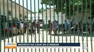 Protesto na Casai em Ji-Paraná - Indígenas das etnias Arara e Gavião protestam após demissão de 5 servidores.
