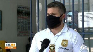 Polícia prende grupo de pessoas por venda de produtos falsificados em Alagoas - Delegado Thiago Prado falou sobre a atuação criminosa do grupo.