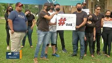 Parentes de PM morto protestam na OAB de Campo Grande - Eles cobram punição ao advogado e Ordem diz que vai apurar conduta do profissional