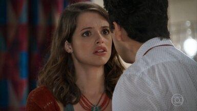 Camila conta para Enéas que tinha um caso antes do acidente - Transtornado, Enéas exige saber o nome do suposto amante da namorada