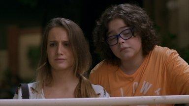Carol e Nicolas veem Apolo com uma mulher no caminhão - Tancinha se recusa a comprar bebida para o pai de Carol