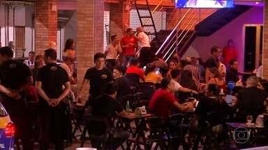 Capitais da Região Norte restringem circulação com aumento de casos de Covid - Em Belém, a ocupação em bares, restaurantes e festas terá que cair de 75% para 50%. E o horário limite para fechar passará a ser meia-noite, e não mais duas da manhã.