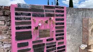 Túmulo da cabocla Anna Rosa é um dos mais visitados em Botucatu - Em Botucatu, um dos túmulos mais visitados é da cabocla Anna Rosa. Muitas pessoas acreditam que ela é responsável por operara milagres.