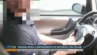 Pesquisa revela comportamento do motorista com o celular no trânsito - Durante testes, voluntários foram filmados enquanto dirigiam.