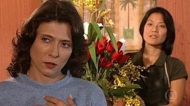 Sílvia quer vingar-se de Pedro - Sílvia guarda muito rancor do ex-marido