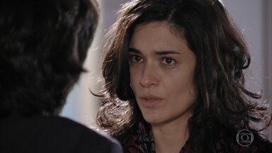Cristal se surpreende ao ver Dom Rafael entrando em seu quarto - A cantora conta que não foi sequestrada