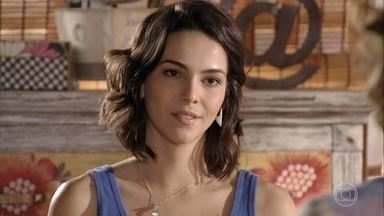 Mila resolve morar com o pai em São Paulo - Natália se surpreende com a decisão da filha.