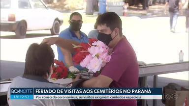 Feriado de visitas aos cemitérios no Paraná - Por causa do coronavírus, as visitas exigiram cuidados especiais.