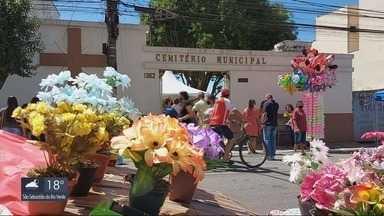 Cuidados sanitários foram adotados nos cemitérios da região para o Dia de Finados - Cuidados sanitários foram adotados nos cemitérios da região para o Dia de Finados