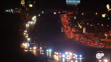 Rodovias das regiões de Sorocaba e Jundiaí registram aumento no tráfego de veículos - As rodovias das regiões de Sorocaba e Jundiaí (SP) registraram aumento no tráfego de veículos, nesta segunda-feira (2).