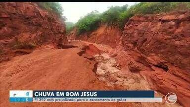 Chuva destrói rodovia PI-392 e prejudica transporte de safra de grãos do Sul do Piauí - Chuva destrói rodovia PI-392 e prejudica transporte de safra de grãos do Sul do Piauí