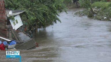 Chuva forte provoca estragos em Itabuna; cidade teve o maior índice de chuva no país - Segundo a Secretaria de Assistência Social do município, mais de 500 famílias estão desalojadas após o temporal.