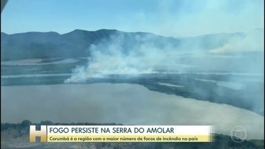 Fogo persiste na Serra do Amolar e já tinge 28% do Pantanal - Mais de 50 homens tentam combater as chamas com a ajuda de 2 helicópteros na região de Corumbá, em Mato Grosso do Sul.