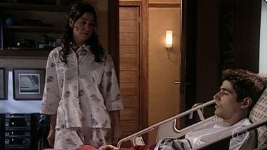 Estela avisa Edu que ele está se apaixonando - Estela percebe que Edu está interessado em Camila