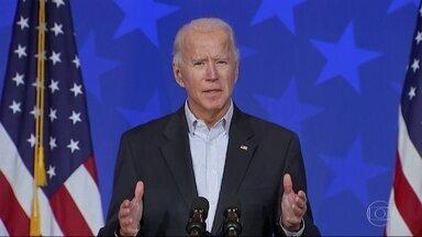 Joe Biden pede calma aos eleitores ansiosos com a apuração - Candidato do partido democrata age com discrição, acompanhando a apuração em casa.