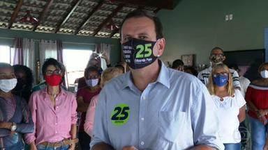 Eduardo Paes (DEM) faz campanha na Taquara - O candidato do DEM conversou com os eleitores sobre transporte público.