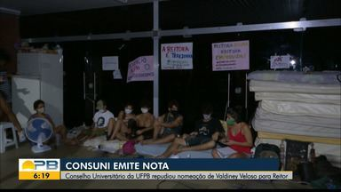 Estudantes continuam acorrentados e Consuni emite nota de repúdio à nomeação do reitor - Protesto pacífico exige nomeação do reitor mais votado em consulta