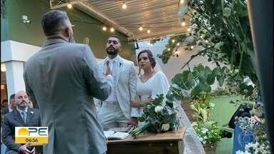 Casal que adiou sonhos de casamento finalmente consegue celebrar a união - Ana Luiza e Romildo João marcaram o casamento para 22 de março e, por causa da pandemia, precisou ser adiado.
