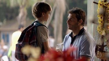 Cassiano tenta acalmar Samuca - Ester se preocupa com o filho e vai ao advogado falar sobre separação de Alberto