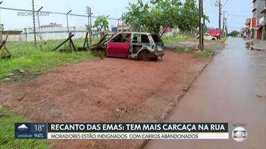 Moradores reclamam de carcaças no Recanto das Emas - Segundo os moradores, as carcaças de carros abandonados estão por toda a parte e há muito tempo.