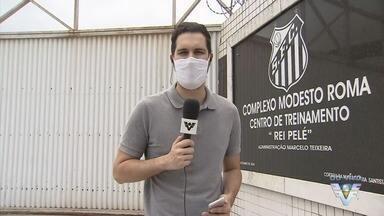 Marcelo Fernandes e Omar Feitosa comandam treino do Santos - Com Cuca hospitalizado, tarefa de conduzir as atividades ficou a cargo dos auxiliares.