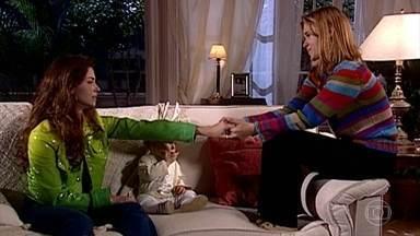 Capitu envergonha-se diante de Camila - Camila tenta confortar a amiga