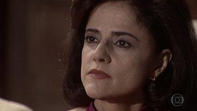 Alma avisa aos sobrinhos que o advogado continua muito doente - Os irmãos sugerem que os negócios sejam entregues a um outro profissional