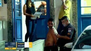 Suspeitos de roubo são presos após perseguição em Botafogo - Com a dupla foi arrecadada um motocicleta, que não constava como roubada. A vítima e os dois homens foram conduzidos à 12ª DP.