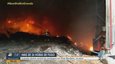 Incêndio destrói central de reciclagem em Pinto Bandeira, na serra - Assista ao vídeo.