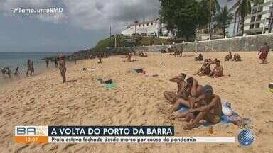Praia do Porto da Barra volta a ser frequentada por baianos e turistas nesta terça-feira - A praia mais movimentada da capital baiana estava com a utilização proibida pela prefeitura, por causa da pandemia.