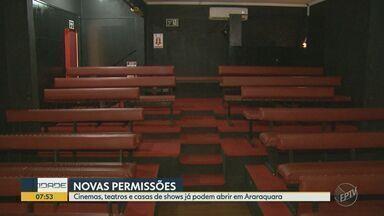 Cinemas, teatros e casas de shows estão liberados para abrir em Araraquara - Mesmo estando na fase amarela de flexibilização estadual, a cidade ampliou a retomada de atividade de alguns setores. Estabelecimentos devem seguir protocolos de funcionamento.