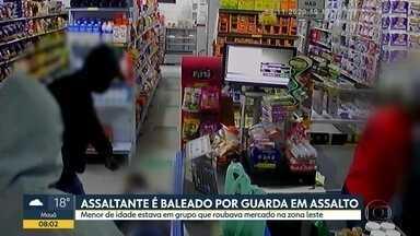 Homem é baleado após tentar assaltar GCM dentro de mercado Zona Leste de SP - Câmeras de segurança registraram momento que suspeito aborta guarda.