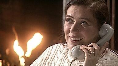 Ingrid conversa com Pedro e Íris pelo telefone - Ela garante que em breve estará no Rio