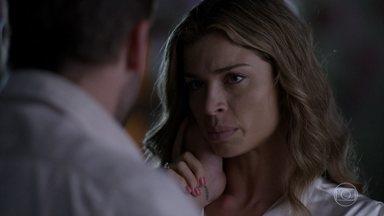 Ester explica a Cassiano por que voltou para a mansão - Cassiano apoia a amada. Ele conta que vai viajar, mas não diz para onde. Dionísio observa o casal. Ester afirma a Dionísio que não quer nada de sua família