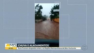 Chuva intensa deixa ruas alagadas em vários locais da Grande BH - Vídeos de telespectadores mostram os problemas.