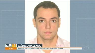 Médico é baleado em tentativa de assalto na Glória - Pouco antes das 20h, o médico Marcelo Morato, que passava de moto pela Rua do Russel, em frente ao Hotel Glória, sofreu uma tentativa de assalto e foi baleado no tórax.