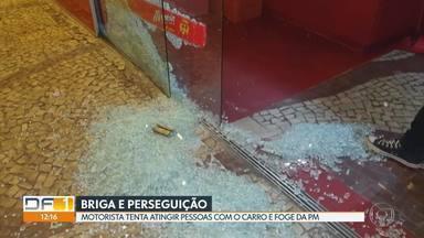 Homem joga carro na calçada para atingir pessoas depois de briga em lanchonete - Confusão ocorreu na madrugada desta quinta-feira (19) em Águas Claras. O motorista que estava bêbado foi preso.