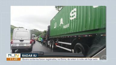 Acidentes deixam trânsito lento na Via Dutra, em Barra Mansa, na manhã desta quinta - Houve congestionamento no trecho sentido São Paulo. PRF informou que ninguém ficou ferido e que a pista molhada pode ter contribuído para os transtornos.