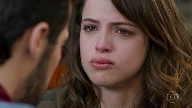 Shirlei avisa Bruna que Giovanni foi atrás de Camila - Giovanni sai de casa determinado a contar toda a verdade para Camila