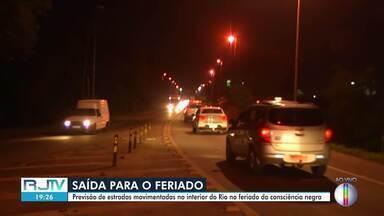 Previsão de estradas movimentadas no interior do Rio no feriado da consciência negra - A repórter Ana Carolini Mota traz mais informações.