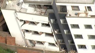 Justiça de Minas determina demolição de prédio que ameaça desabar em Betim - Os dois primeiros andares do prédio foram esmagados pelo peso da estrutura. A construção estava em fase final de acabamento e, por isso, não tinha ninguém morando.
