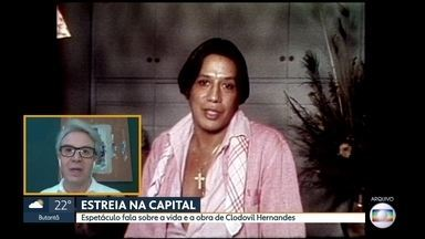 Espetáculo 'Simplesmente Clô' faz passeio pela vida de Clodovil Hernandes - Alan Severiano entrevistou o ator Eduardo Martini, que interpreta o estilista nos palcos