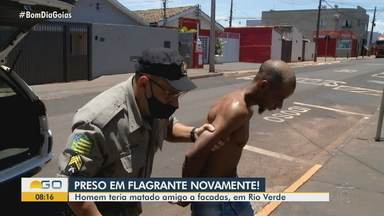 Homem teria matado amigo a facadas, em Rio Verde - Suspeita é de crime envolvendo o tráfico de drogas.