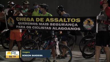 Ciclistas fazem protesto em Maceió para cobrar mais segurança - Eles reclamam que bicicletas estão sendo roubadas em vários pontos da cidade.