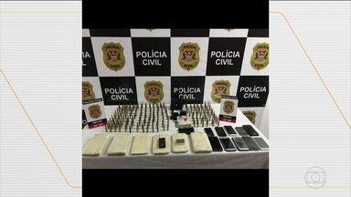 Seis suspeitos de envolvimento no assalto em Criciúma são presos - Eles foram presos no Rio Grande do Sul. Uma mulher também foi presa, em São Paulo, suspeita de participar do assalto a banco, que deixou a população em pânico, na madrugada de terça-feira.