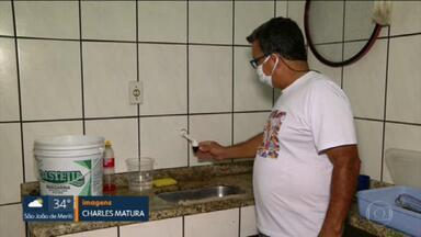 Contas chegam, mas moradores de vários lugares do Rio de Janeiro continuam sem água - Moradores do Rio de Janeiro estão pagando a conta da Cedae e tendo que comprar água para sobreviver a essa falta de abastecimento. Muitos comerciantes tiveram que fechar as portas.